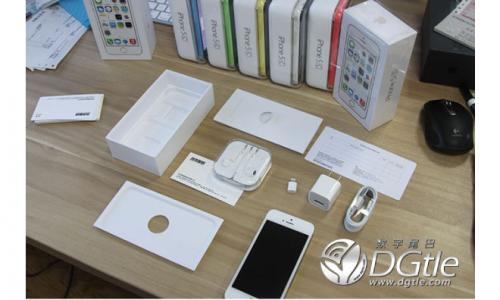 photo image Apple's iPhone 5s and 5c unboxed in new images from China