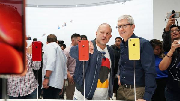 photo image Tim Cook addresses iPhone pricing, dual-SIM support, and more in new interviews