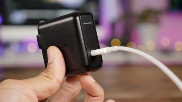 photo image Apple's latest iPhones are shipping w/ a puny 5W charger, try these faster alternatives instead
