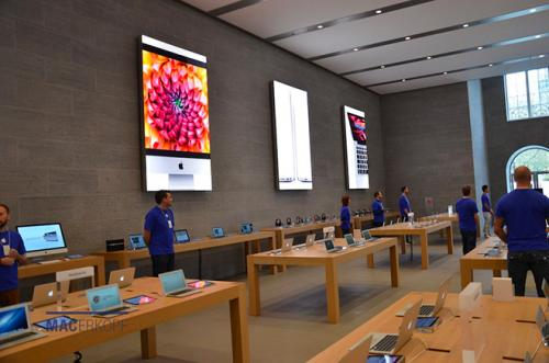 photo image New pics show off Berlin Apple Store interior ahead of launch, fans lining up