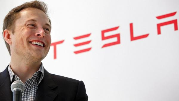 Elon Musk throws shade at Apple and its rumored car project