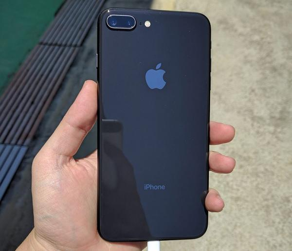 Early Adopters of iPhone 8 Impressed With Glass-Backed Design and True Tone Display