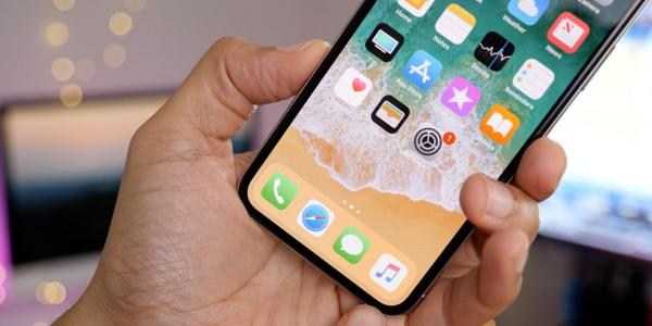 photo image Nikkei reiterates iPhone X production being cut in half, leaving Samsung scrambling for OLED buyers