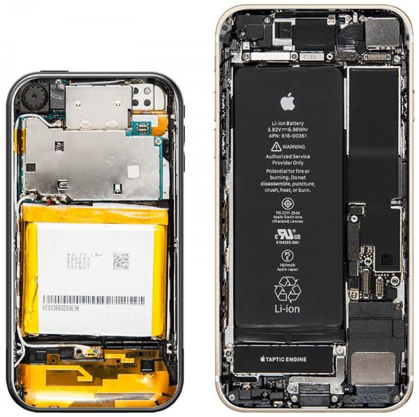 photo image Here's How Much the Inside of an iPhone Has Changed in Ten Years