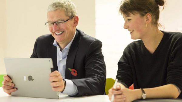 photo image Tim Cook says merging the Mac and iPad would require 'trade offs and compromises'
