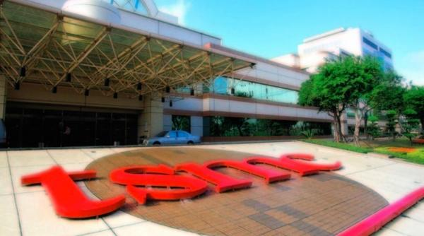photo of Apple chip partner TSMC declares Moore's Law is not dead image