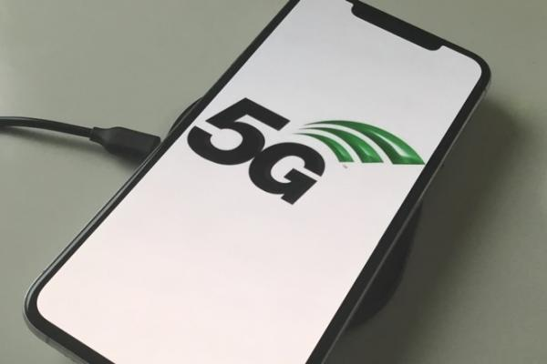 photo of AT&T to roll out true 5G to consumers in 'weeks' image