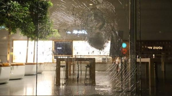 Apple Stores smashed and looted amid George Floyd protests