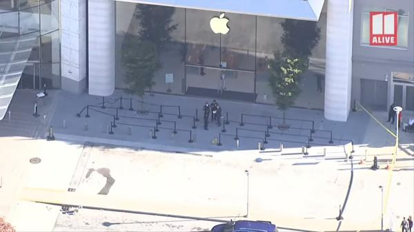 photo of Apple Store Lenox Square closes after shooting takes place nearby image