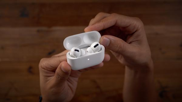 Consumer Reports: AirPods Pro pack…