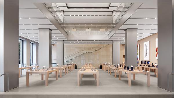 Passeig de Gràcia Apple Store…