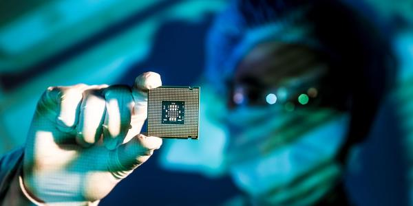 Bloomberg: Intel considering outsourcing some production to Apple chip maker TSMC