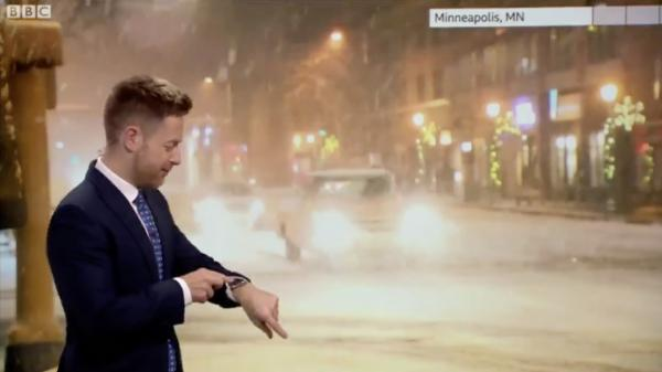 photo of Apple Watch Siri awkwardly interrupts on-air meteorologist and contradicts his forecast image