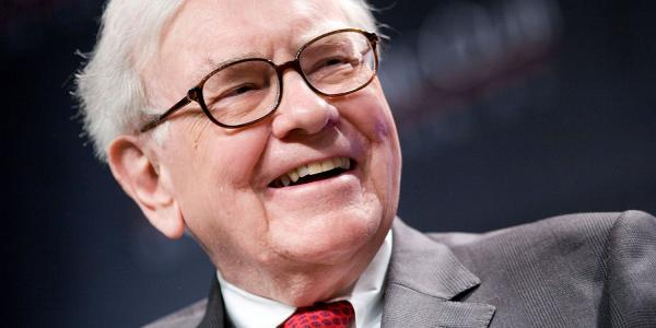 Warren Buffett praises AAPL stock in…