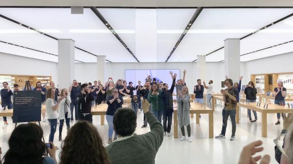 photo of Photos: Saying farewell to the third oldest Apple Store in the world image