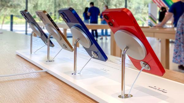 photo of Apple Stores float new portless MagSafe dock design image