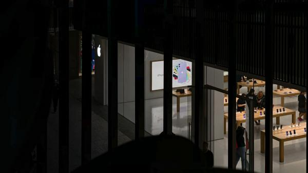 Apple anticipates retail store closures…