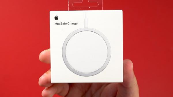 Hands-On With Apple's MagSafe Charger for iPhone 12